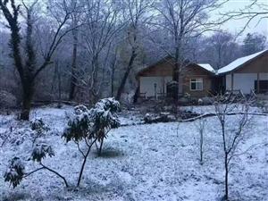 今天,星际注册鼓城山七里峡下雪了......
