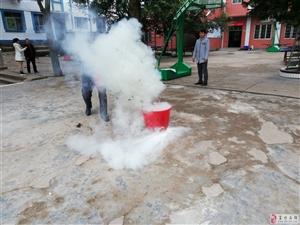 李桥镇九年制学校进行消防疏散演练