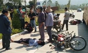 突发!老氮肥厂三岔路口发生一起车祸,两名摩托车司机受伤严重!