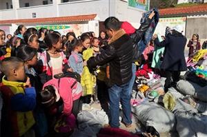 11月5日,广汉市宏华学校1000件冬衣捐赠金阳县基觉乡中心校(图片)