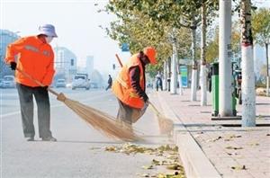 【讨论】环卫工人应该怎样处理街头的落叶...