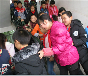 消防演练 警钟长鸣――安邦小学小学消防疏散演练活动报道