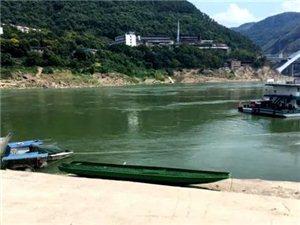 """神了!重庆5层楼高的""""房子""""水上漂?丰都人都在传,原来是..."""