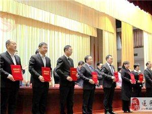 名品彩叶公司董事长王华明被授予驻马店市优秀社会主义事业建设者光荣称号