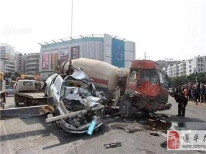 大警示:惨烈车祸!为什么要远离大货车 一组动图警示你