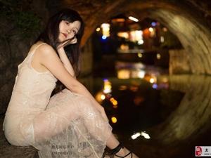 宁静的夜色,唯美的村落,美女小姐姐夜色美影