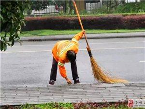 点赞!滑县农村公路上的道路养护员!