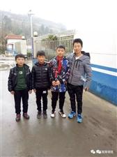 正能量!徽县3名学生冒雨做的这件事