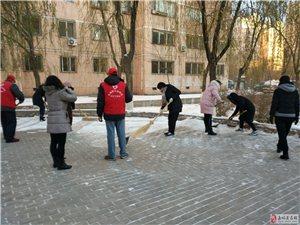大众社区认真做好清理道路积雪工作