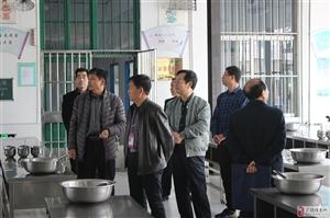 """县春苗营养厨房""""五老""""志愿者到李鹊镇中心小学督查"""