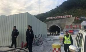 重视群众诉求开展源头整治|揭西交警奔赴隧道工地现场整治货车超载行为