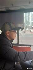 这个5路公交车司机师傅一夜之间火了,原因令人暖心!