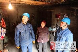 翻山越岭,深入农户家中检查维护用电线路