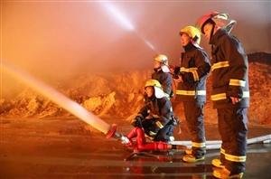 最美剪影!九江消防连续9小时彻夜灭火温暖了整个冬夜