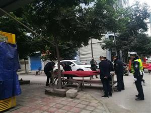 广安区城管执法局积极治理新南门 市场违法占道经营