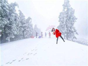 �S都迎�斫穸�第一�鲅�!雪玉山、南天湖等高山地�^被霜雪覆�w