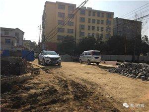 最新进展!潢川南城爱国路平整路面了,不知道年底能不能通车?