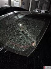 猖狂!严打黑恶势力下,化州一汽车遭恶意打砸!