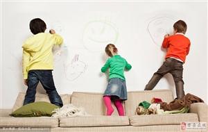 宝宝爱在墙上乱画画,家长别管,有你意想不到的惊喜