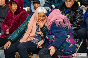 滑县农村95岁老奶奶长寿秘诀:爱穿戴、不忌口,每天……