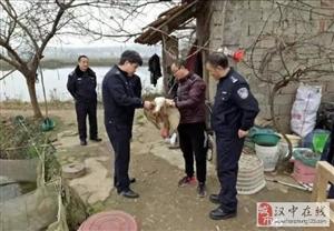 朱�q受伤落鱼塘,勉县民警急救助