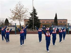 坚持锻炼 幸福生活-同家庄小学队列队形表演