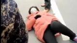 砰的一声响!漯河一女士,倒在冰冷刺骨的路面上!