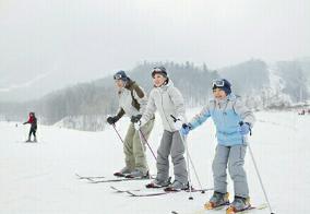 跟��坻在�一起去滑雪