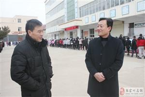 梁山镇干部群众点赞改革开放40年发展变化