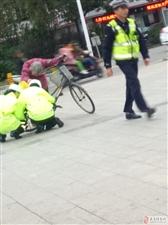 新葡京网址-新葡京网站-新葡京官网广场南路,人行道的两位交警,你们蹲下的样子真好看!