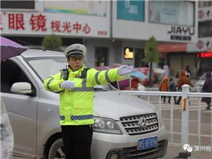 【走近】第35期:从警二十四年,他是潢川大街小巷的马路天使...