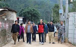 新年第一天,县委书记刘蔚到青松乡贫困村走访看望干部群众