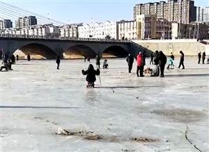 冬天的建平��牛河蓄水已成天然的滑冰场