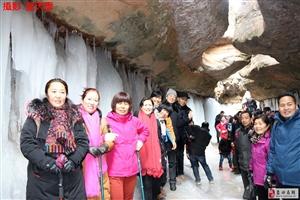 49蓝天人在甘肃黑老锅冰窟的梦幻世界
