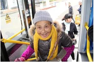 华埠镇投入环保公交车;试运营期间免费乘坐