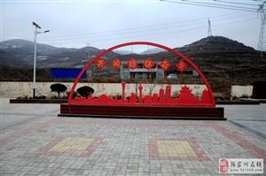 闫家山沟里的村级广场修的堪比省城广场