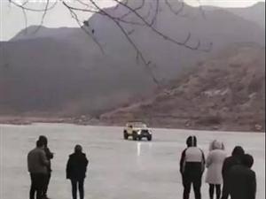 教训惨痛!越野车开上冰面玩漂移坠河,已致数人死亡!