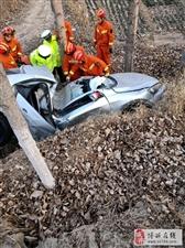 年底了安全驾驶!!!小清河北岸西闸魏家附近发生车祸,人不知道怎样了