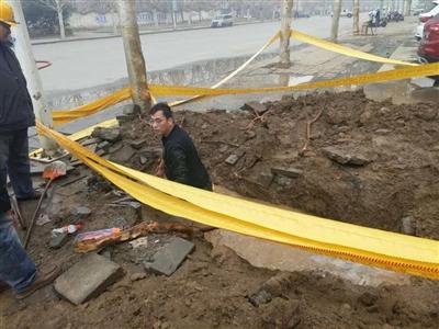 香港曾道人人都在传这个零下4度跳入水坑抢修天然气管道的男子!