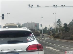 东江105国道进县城处红绿灯能不能动不动就改
