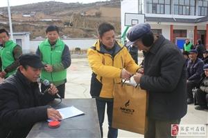 来自远方的温暖――――秦安山王村群众穿上了爱心棉衣