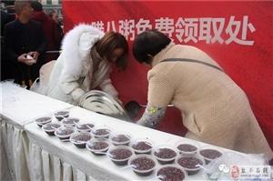 腊八节的鸿宇广场热闹无比!香喷喷的腊八粥免费喝!你喝了么?