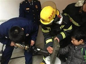 萍乡一小学生手卡下水道,原因只是为了...