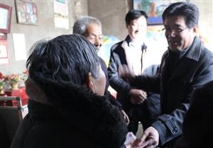 渭南市移民局领导深入合阳县走访 慰问移民贫困户