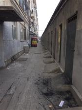 长江一路渤海九路天华宿舍北楼下水管道污水满溢