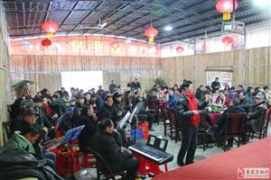 来凤县民族民间艺术团举行迎新春2018年会