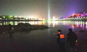 惊险!长江里一老人钓鱼,突然涨水被困……