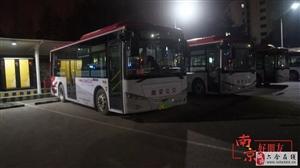 城市夜晚守护人| 深夜穿梭的公交车 开往家的方向