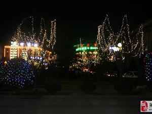 腊月二十四晚,绚丽多彩的庄浪县城