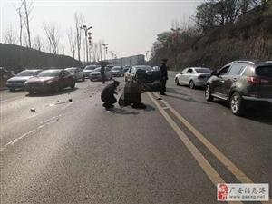 出警路上遇车祸,民警的紧急救援温暖伤者